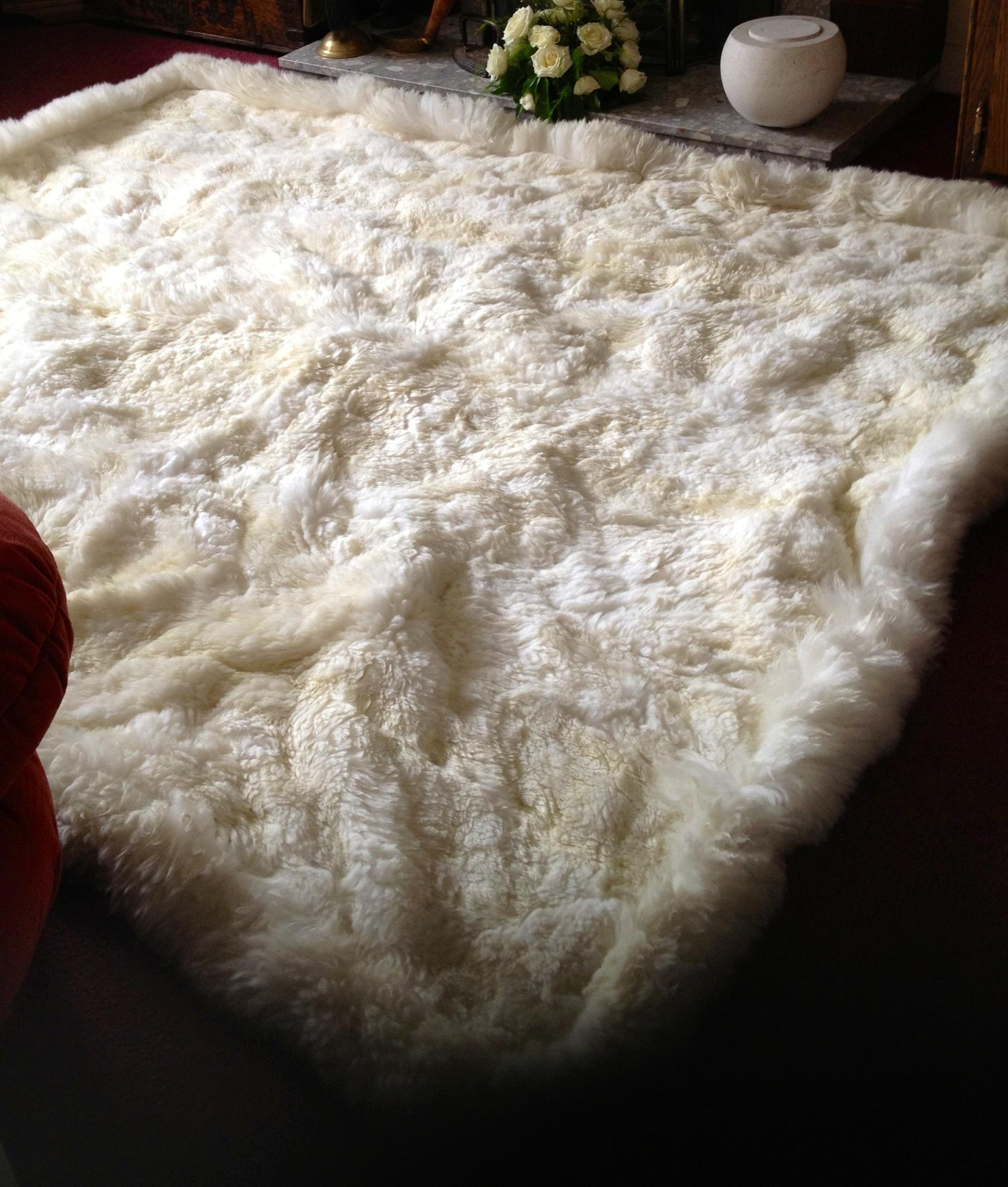 Large Cream-white Alpaca Fur Rug